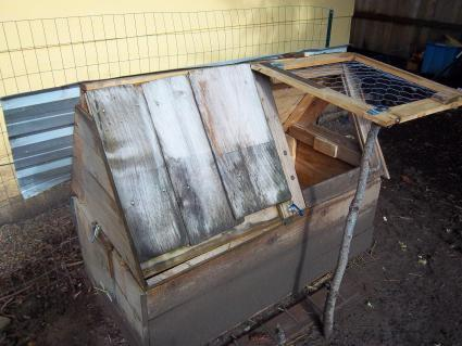 SWIFT SMALL CHICKEN COOP