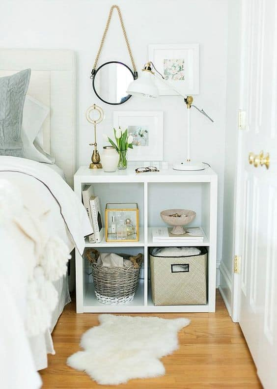 26. BEDSIDE SHELF/TABLE AND BASKETS