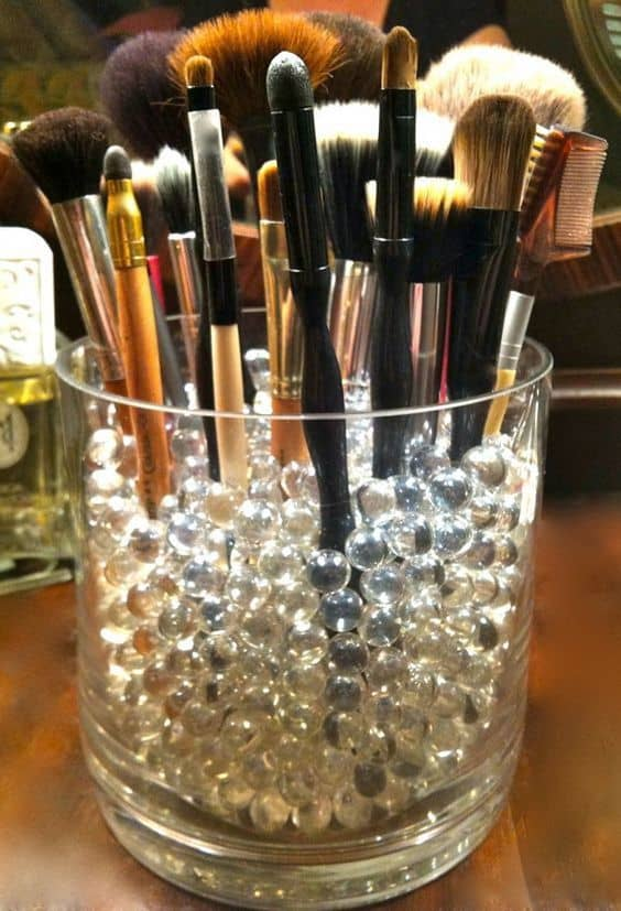 77. MAKEUP BRUSHES AND HOW TO STORE THEM