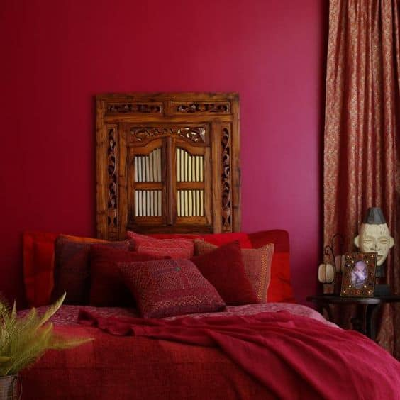 Bedroom Red Accent Wall Via Wehear 7e5e854dec992b45ce0f6a2fc27ba4