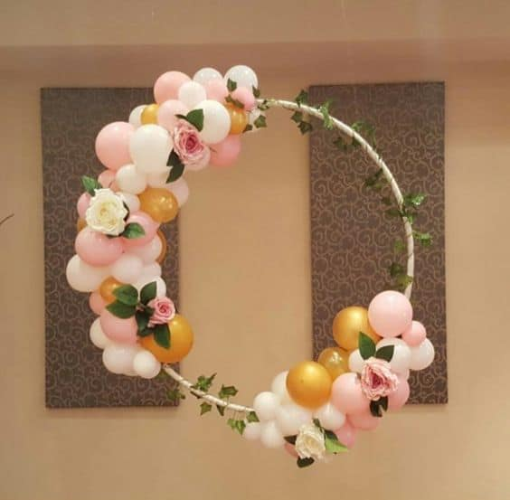 29. BEAUTIFUL DIY BALLOON WREATH