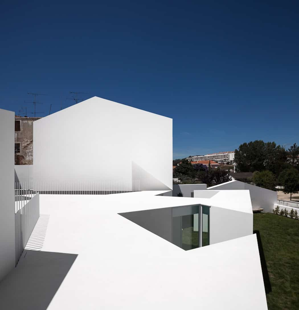 Aires Mateus Redefines a House in Portugal With White 1