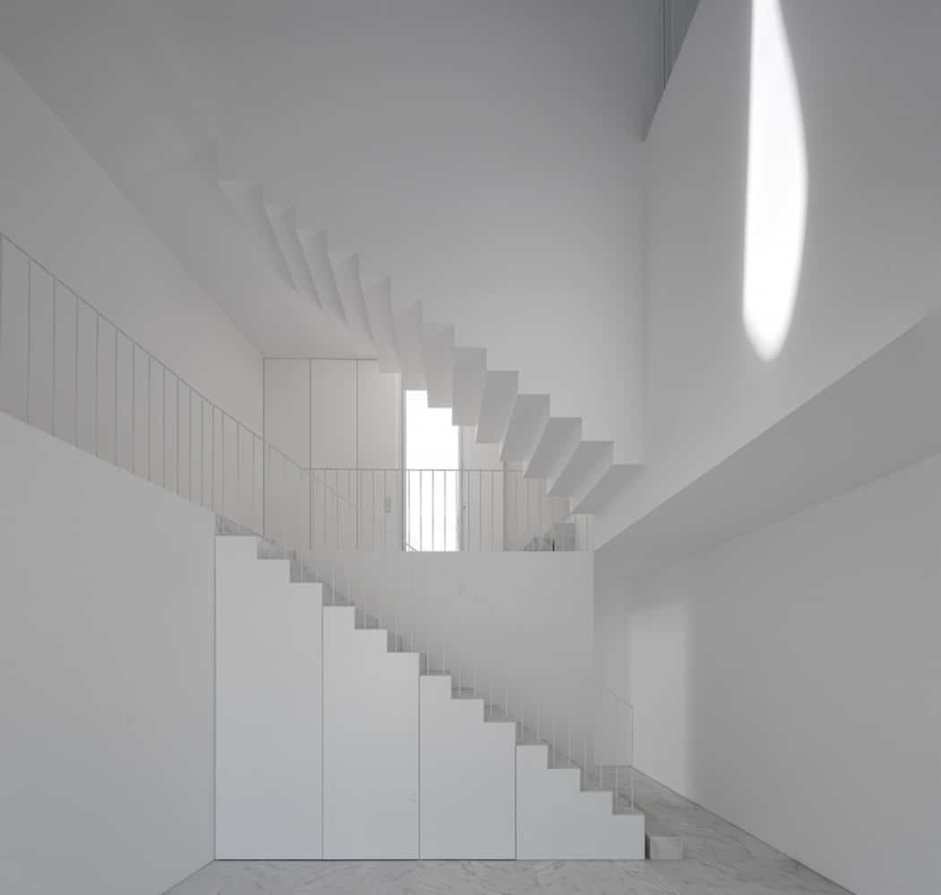 Aires Mateus Redefines a House in Portugal With White (10)