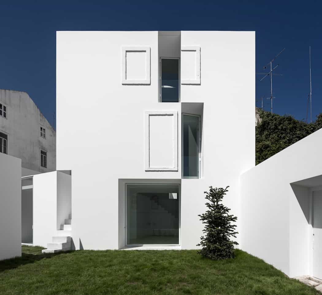 Aires Mateus Redefines a House in Portugal With White (14)