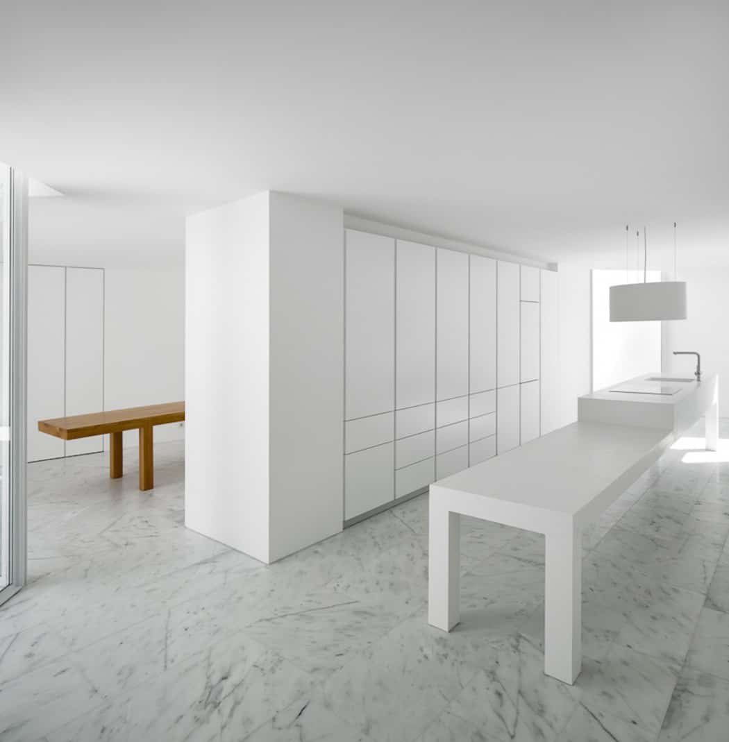 Aires Mateus Redefines a House in Portugal With White (4)