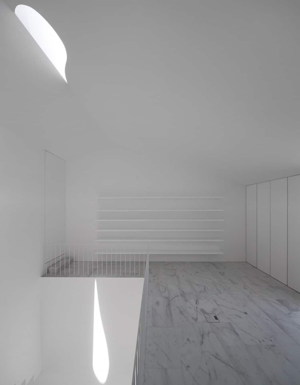 Aires Mateus Redefines a House in Portugal With White (9)