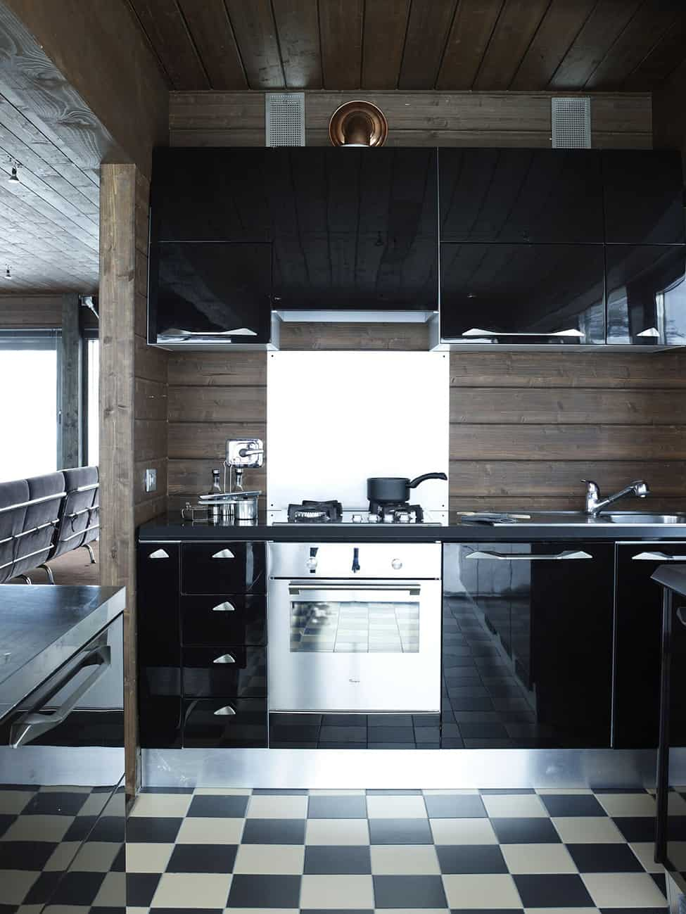 Contemporary Elegance in Solitutide - Chalet Camelot by con3studio Winter Chalet (17)