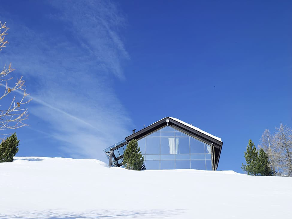 Contemporary Elegance in Solitutide - Chalet Camelot by con3studio Winter Chalet (5)