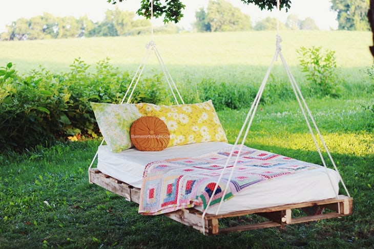 DIY-Pallet-Swing-Bed-The-Merrythought1(pp_w730_h486)
