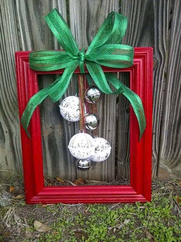 20. CREATE A PICTURE FRAME XMAS DECORATION