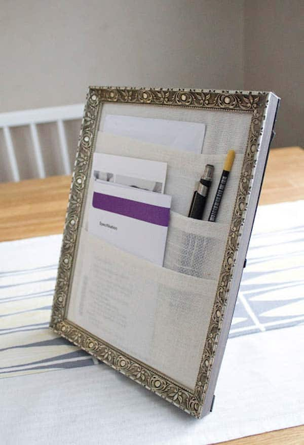 21. POCKET PICTURE FRAME ORGANIZER