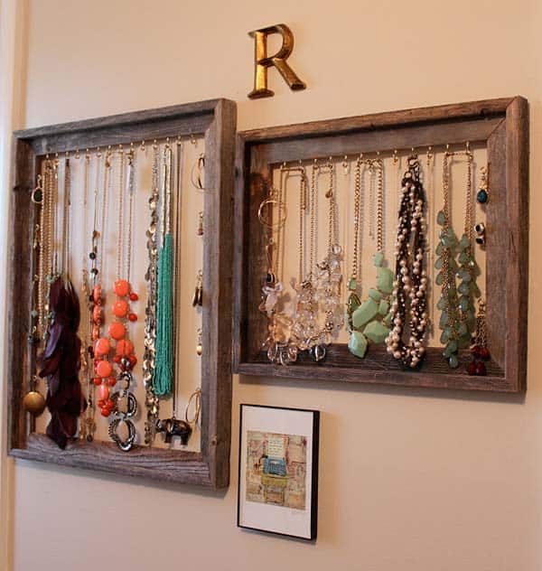 26. ORGANIZE YOUR NECKLACES