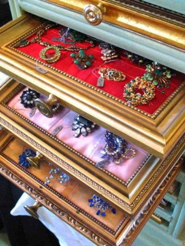 8. TRANSFORM OLD PICTURE FRAME IN EXQUISITE ORGANIZERS