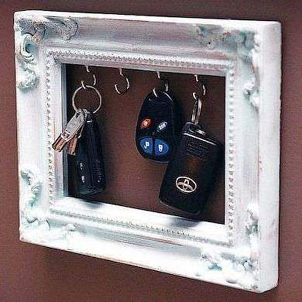 18. PICTURE FRAME KEY HOLDER
