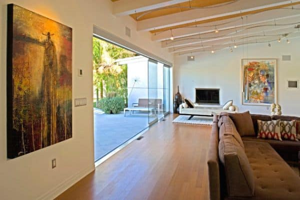 Fabulous-track-lighting-installations-give-a-wavy-look-to-this-living-space
