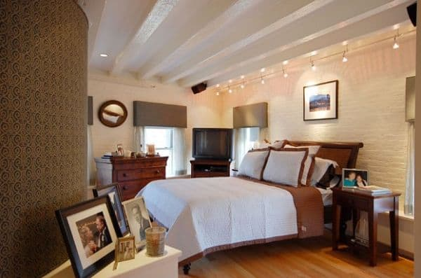 Gorgeous-track-lighting-for-contemporary-bedroom