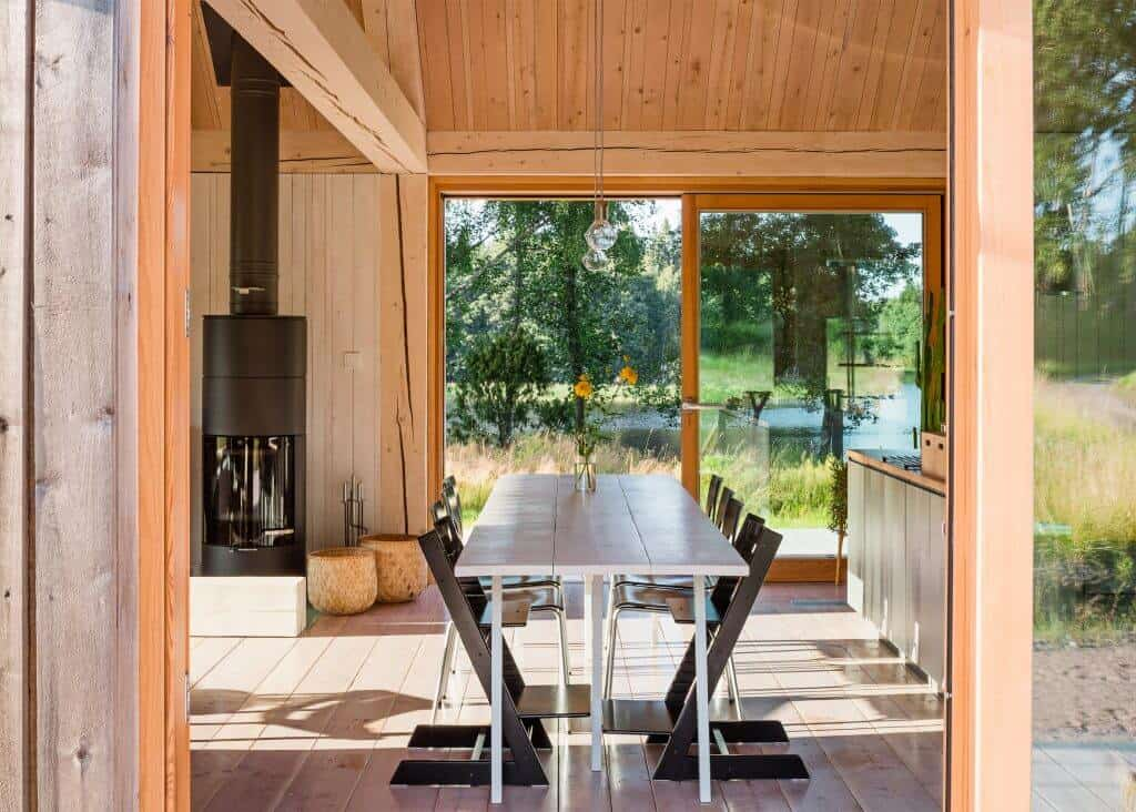 Iconic Simplicity in a Finnish LakeHouse by MNy Arkitekter (6)
