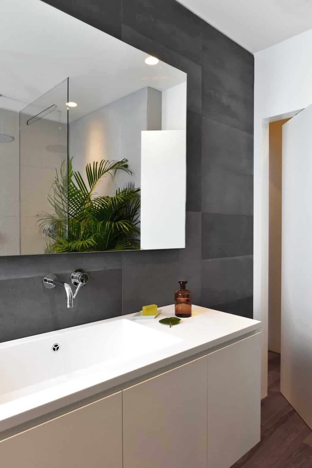 Modern Flat Filled With Greenery In Milan homesthetics 6