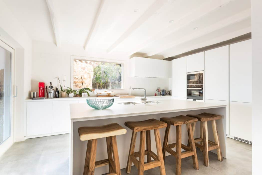 Reconfigured Home With An Airy Fresh Interior Design homesthetics 9