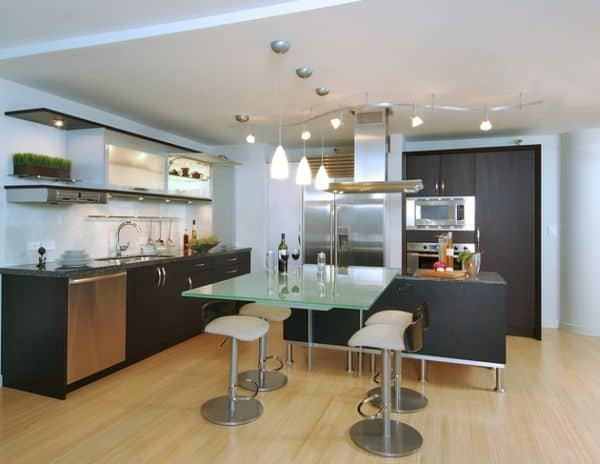 Sleek-and-ergonomic-kitchen-with-a-blend-of-track-lighting-and-pendant-lights
