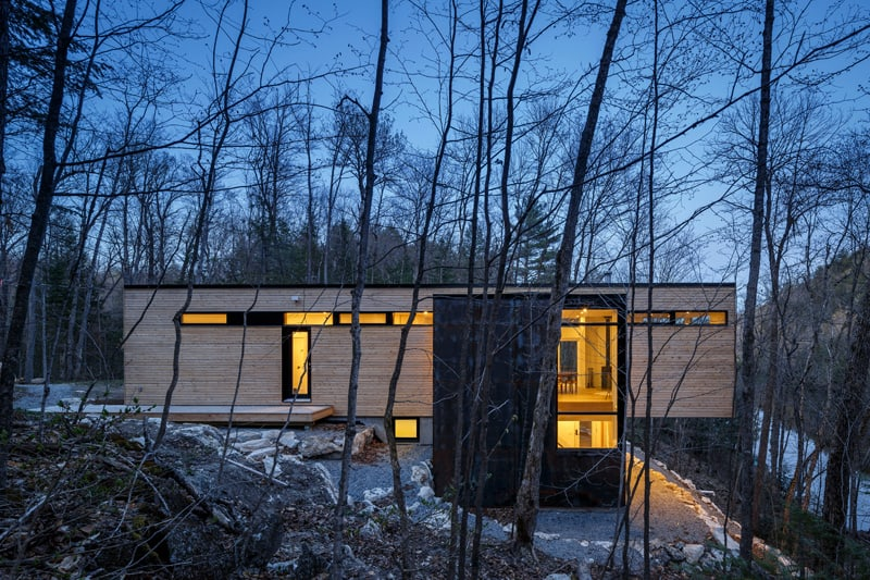 Small Cantilevered Home Enjoys Expansive Views Over the Lake in Quebec 4