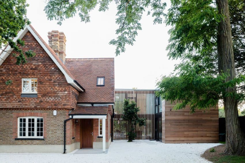 The Contemporary Extension of a Charming Cottage in England 15