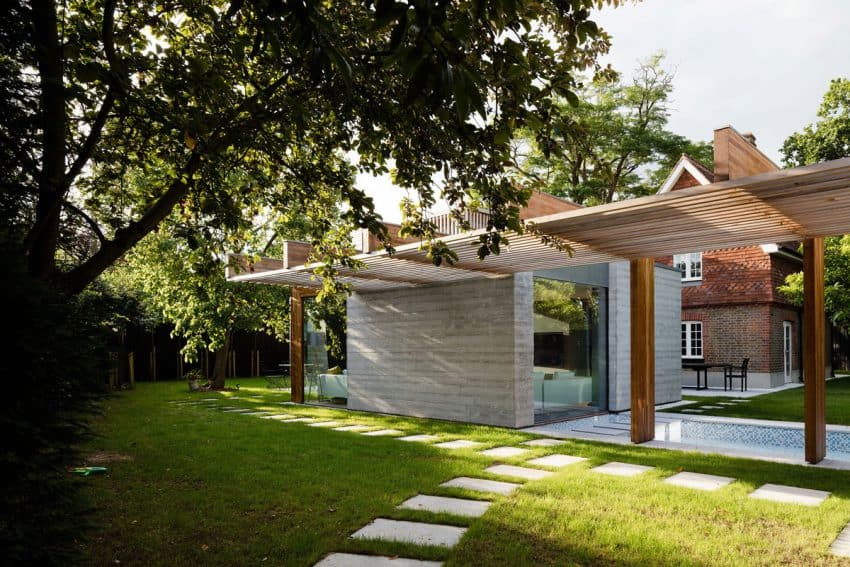 The Contemporary Extension of a Charming Cottage in England 2
