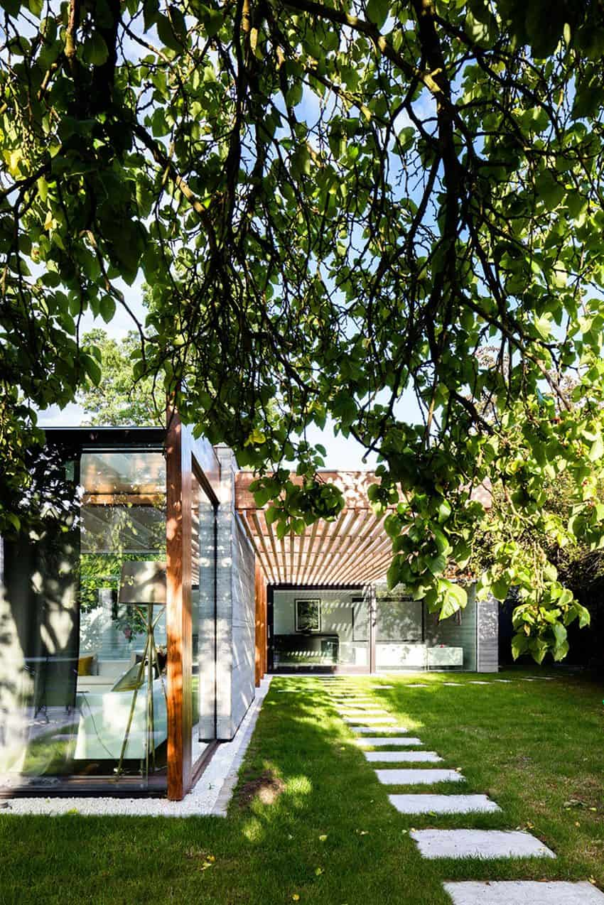The Contemporary Extension of a Charming Cottage in England 5