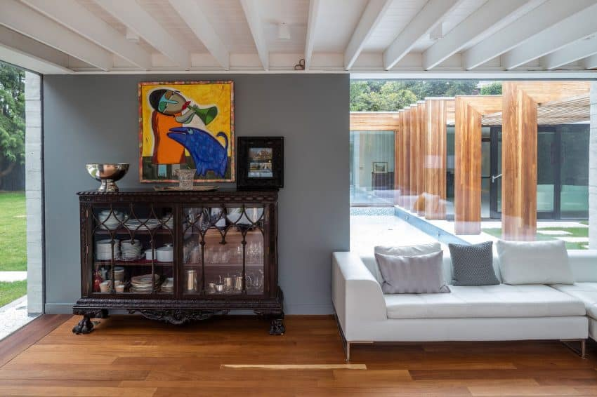 The Contemporary Extension of a Charming Cottage in England 9