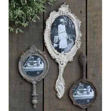 2. TRANSFORM A MIRROR INTO AN OLD PICTURE FRAMES