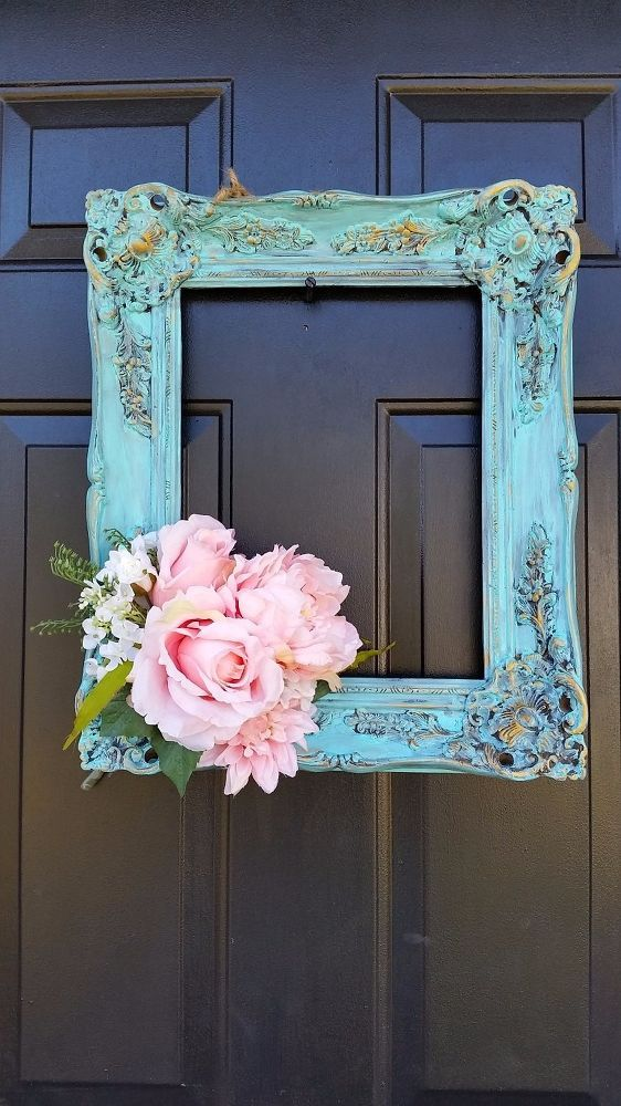 17. OLD PICTURE FRAME WREATH