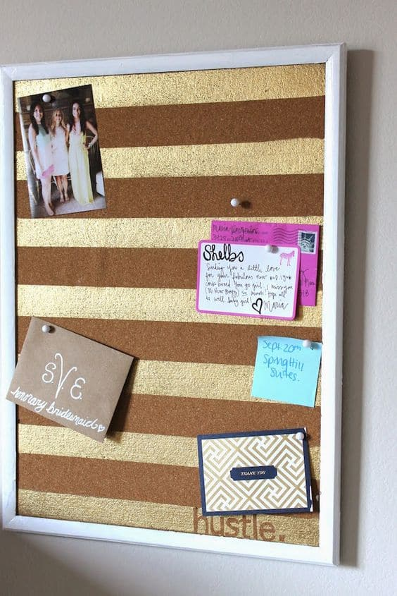 19. GOLDEN LINES SPICE UP A SIMPLE CORK BOARD