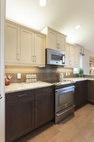 2 tone painted kitchen cabinets revamp your kitchen with these gorgeous two tone kitchen 10114