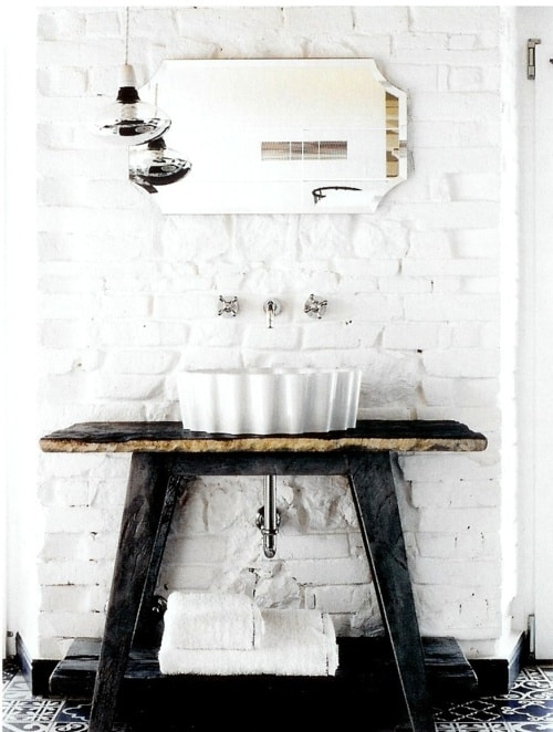 black and white brick walls in the bathroom