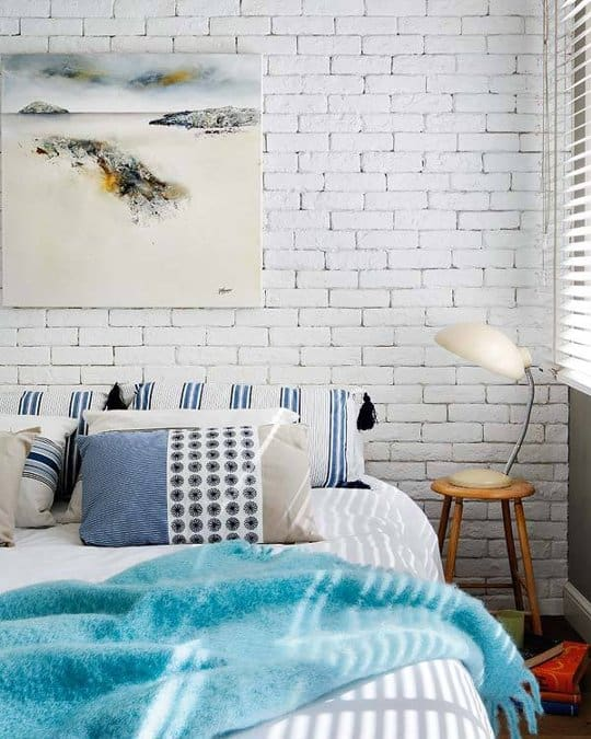 simple water brick wall in the bedroom