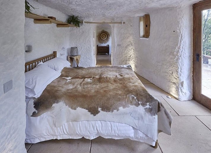 700 Year Old Cave Morphed Into Intimate Hideout homesthetics 5