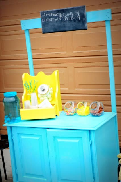 17. Kitchen cabinet becomes lemonade stand