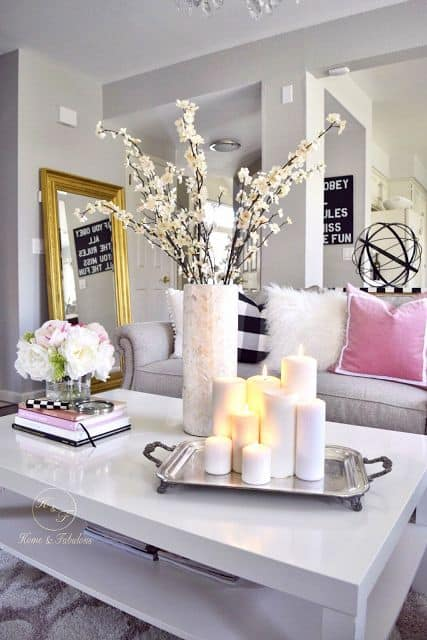 How to decorate your coffee table with grace and style homesthetics inspiring ideas for your for How to decorate living room table