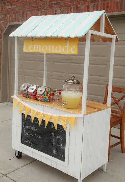 4. White stand withcandy and lemonade
