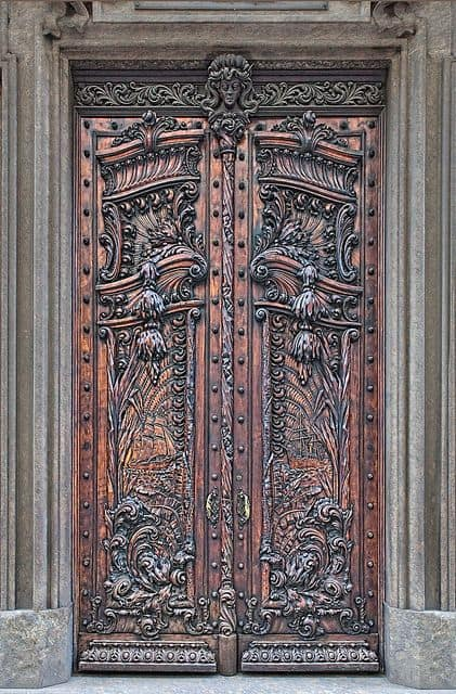 Splendidly intricate hand carved doors to surge