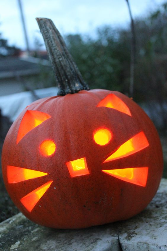 73. KITTY PUMPKIN CARVING