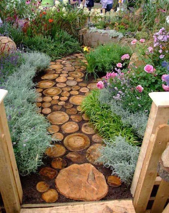 26. DIY WOOD SLICES GARDEN PATH