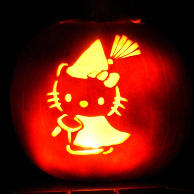 98. HELLO KITTY PUMPKIN CARVING