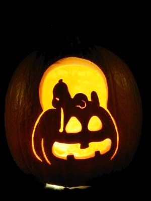 6. SNOOPY PUMPKIN CARVING