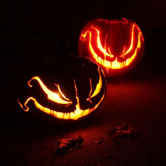 24. BEAUTIFUL AND INSANELY CREEPY PUMPKIN CARVINGS