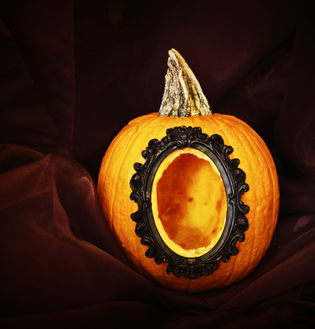 100. HALLOW FRAME PUMPKIN DESIGN