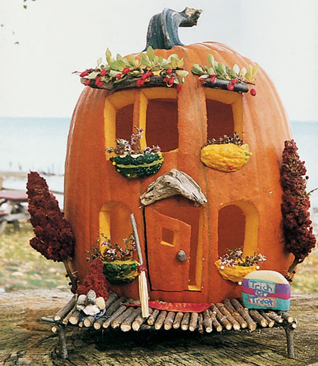 92. SMALL FAIRY PUMPKIN HOUSE