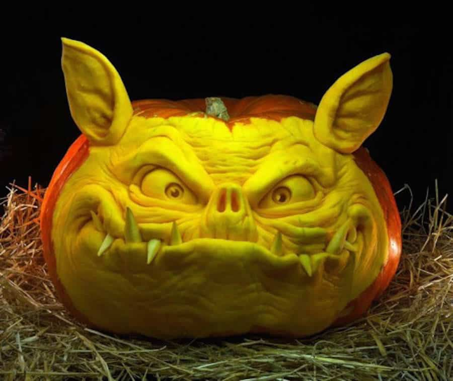 42. CUNNINGLY HOUND PUMPKIN SCULPTURE