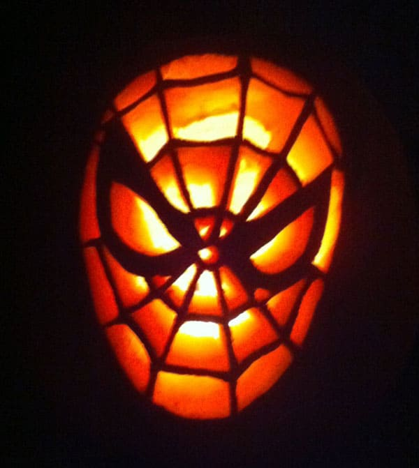 31. SPIDER-PUMPKIN CARVING