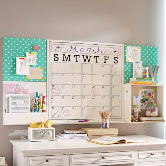 29. COMPLETE YOUR DESK WITH AN AWESOME PLANNER